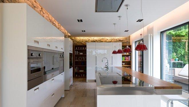 Strakke Witte Keuken : Strakke greeploze keuken in hoogglans wit gecombineerd met