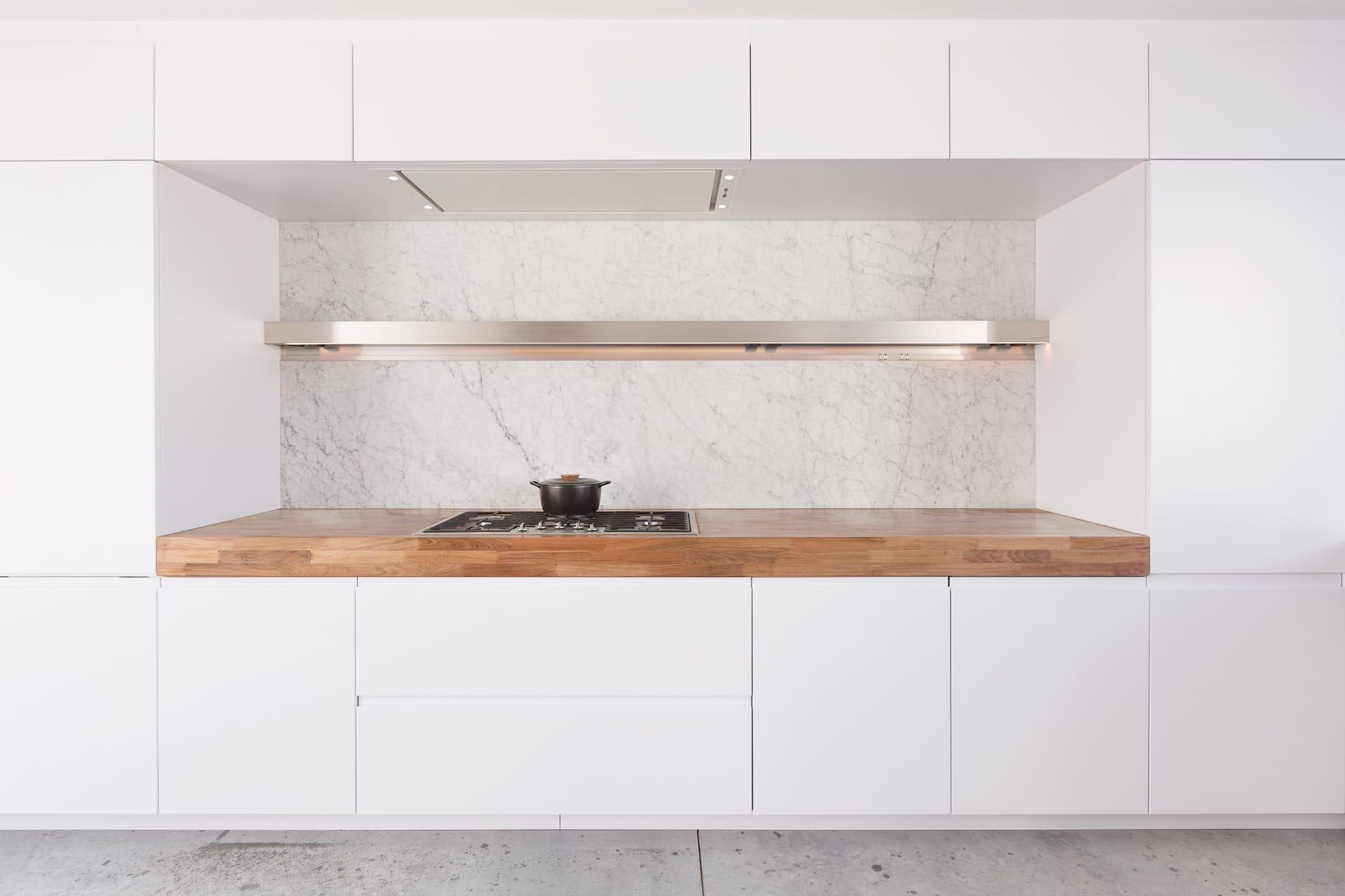 Houten Werkblad Keuken : Arclinea keuken houten werkblad en dekton spatwand si accomodi
